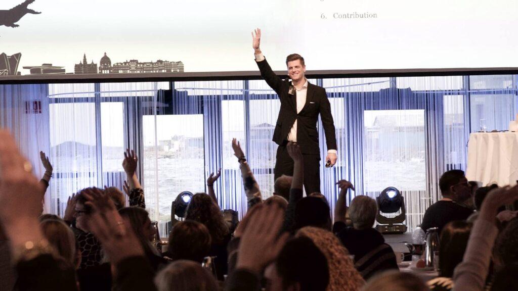Lasse Feldt-Rasmussen giving a keynot